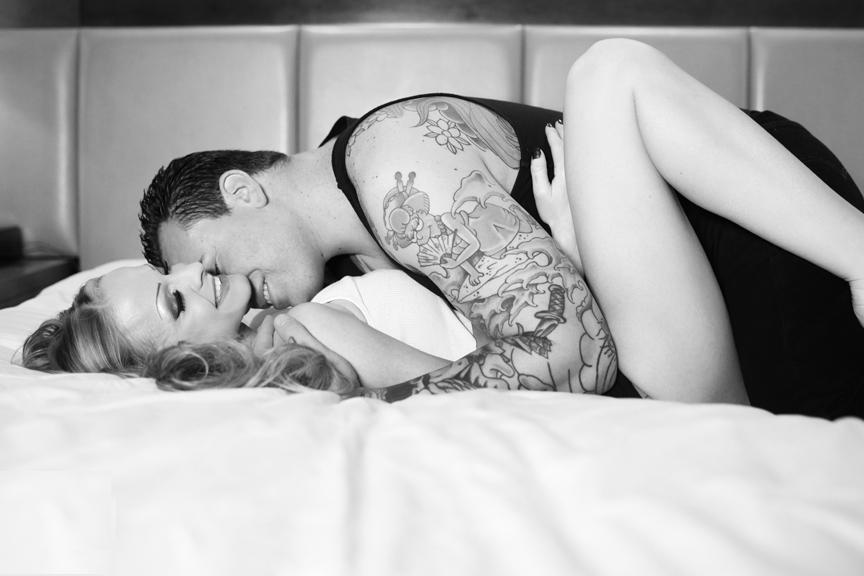 864x576xlas_vegas_ink_tattoo_couple_boudoir_photo01.jpg.pagespeed.ic.RZVN9io5U6